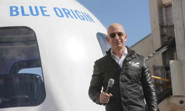Nhìn lại những nấc thang 55 cuộc đời của tỷ phú Jeff Bezos: Từ gã bán sách bị Phố Wall mỉa mai đến vị trị số 1 chưa có người thay thế - Ảnh 13.