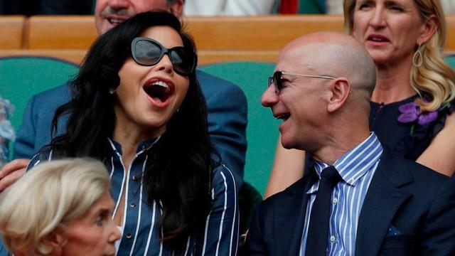 Nhìn lại những nấc thang 55 cuộc đời của tỷ phú Jeff Bezos: Từ gã bán sách bị Phố Wall mỉa mai đến vị trị số 1 chưa có người thay thế - Ảnh 15.