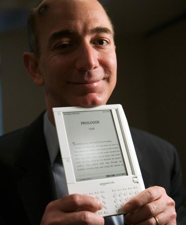 Nhìn lại những nấc thang 55 cuộc đời của tỷ phú Jeff Bezos: Từ gã bán sách bị Phố Wall mỉa mai đến vị trị số 1 chưa có người thay thế - Ảnh 7.