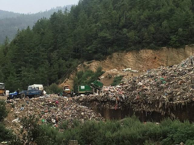 Bhutan: Quốc gia yên bình và xanh nhất thế giới đang chết dần vì ô nhiễm? - Ảnh 1.