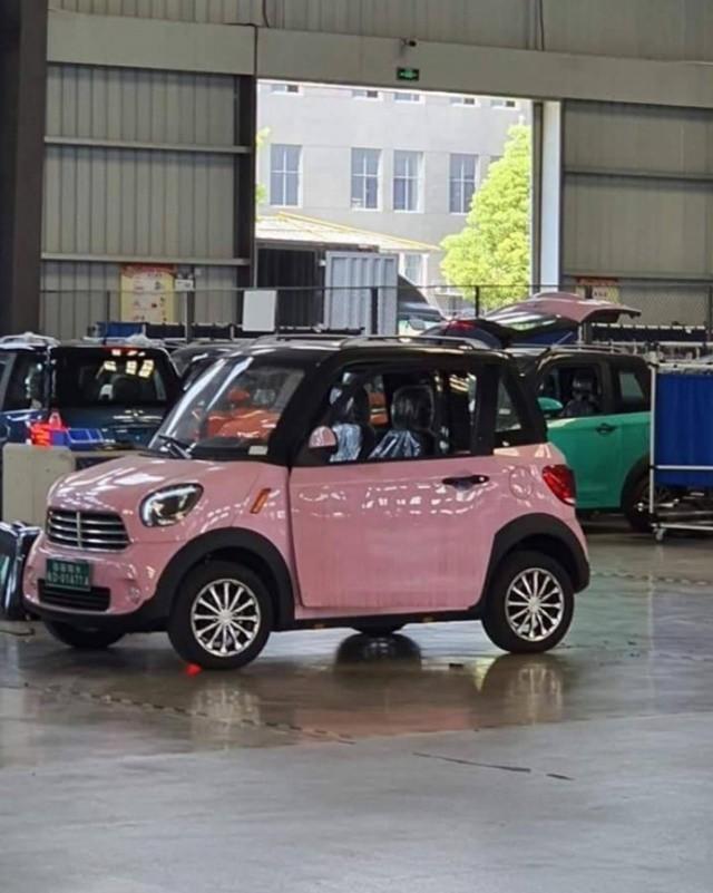 Cộng đồng mạng phát sốt với chiếc ô tô điện 'xịn xò' chở được 2-3 người: Vừa không phải hít bụi mịn vừa thân thiện với môi trường lại có giá chỉ 75 triệu đồng bằng một chiếc xe máy! - Ảnh 1.