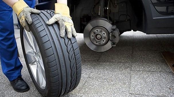 Nguyên nhân nào khiến xe hơi ngốn nhiên liệu bất thường? - Ảnh 1.