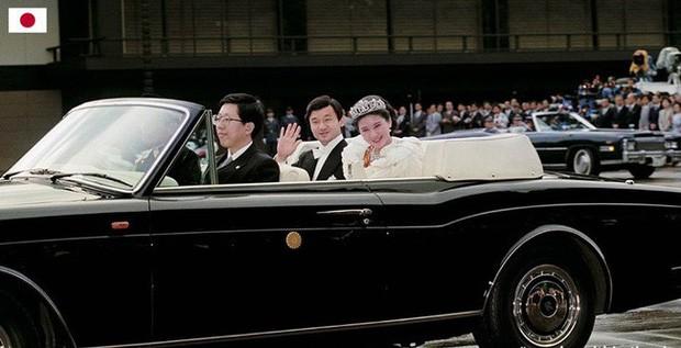 Hé lộ lịch trình và chiếc xe mui trần đặc biệt có 1-0-2 dành cho buổi diễu hành đăng cơ của Nhật hoàng Naruhito và Hoàng hậu Masako sắp tới - Ảnh 2.