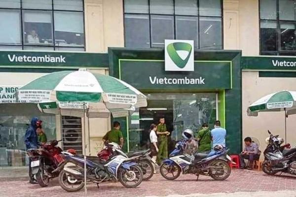 Thượng sỹ công an Thanh Hóa cướp ngân hàng có dấu hiệu phạm 4 tội? - Ảnh 1.