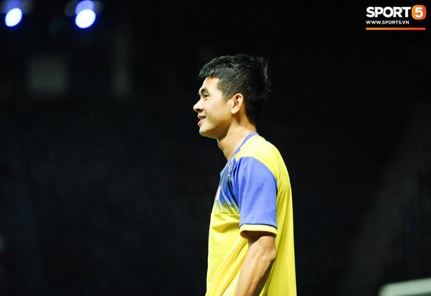 HLV Park Hang-seo chốt 23 cầu thủ đấu Malaysia, 2 tiền đạo lần đầu lên tuyển được trao cơ hội - Ảnh 1.