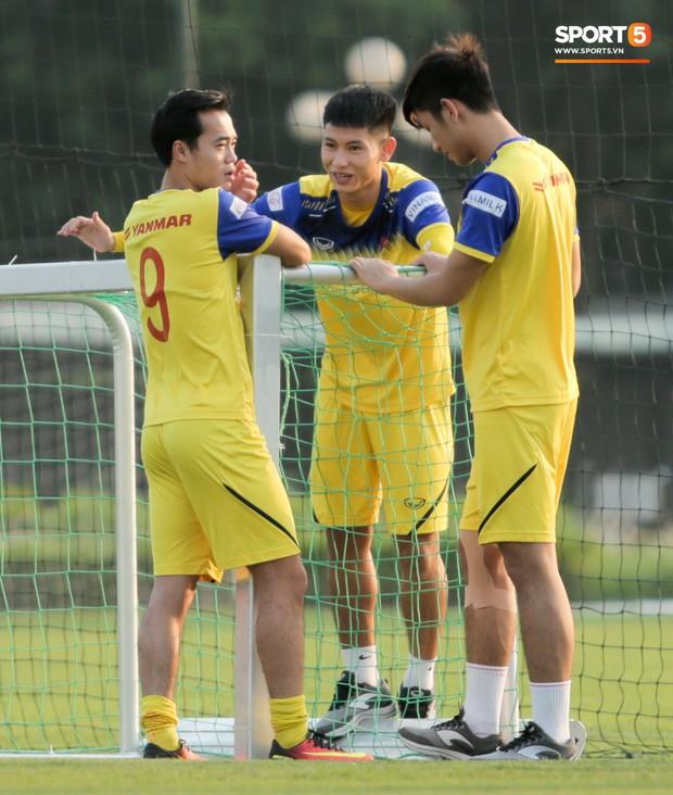 HLV Park Hang-seo chốt 23 cầu thủ đấu Malaysia, 2 tiền đạo lần đầu lên tuyển được trao cơ hội - Ảnh 2.