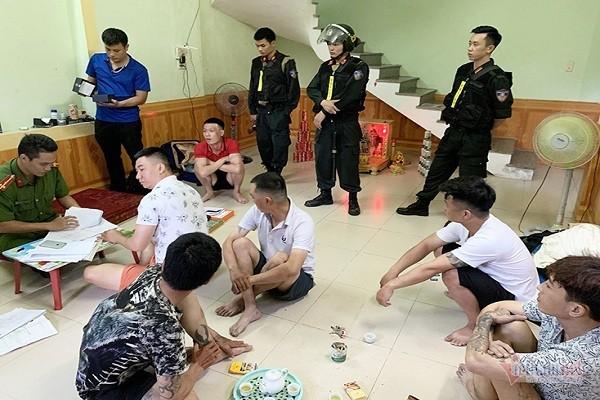 Thủ đoạn tinh vi của nhóm tín dụng đen ở Quảng Bình có hơn 500 người sập bẫy - Ảnh 1.