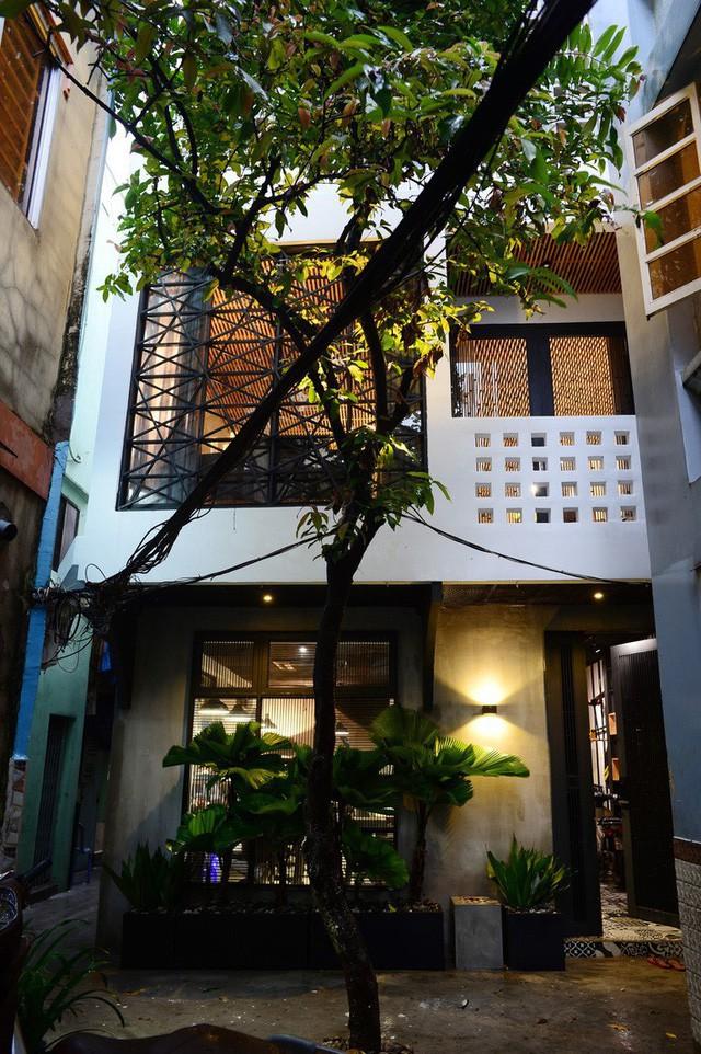 Mẫu nhà phố 2 tầng phong cách Bắc Âu đẹp lung linh đầy cá tính - Ảnh 1.