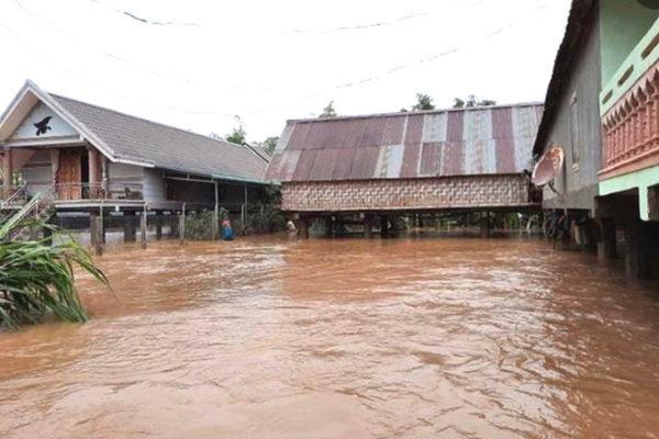 Trăm hộ dân ngập nước, dọa vỡ hồ chứa 700 nghìn m3 ở Đắk Lắk - Ảnh 1.