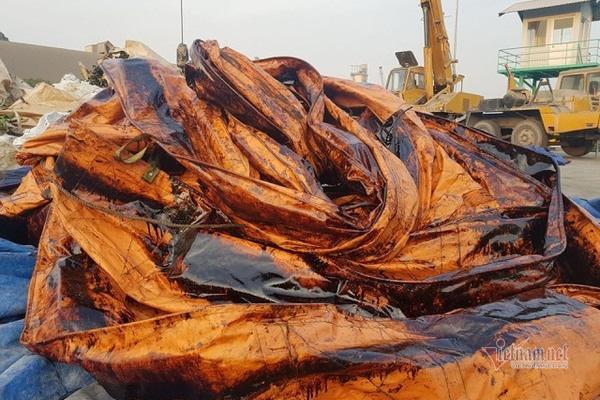 Bục đường ống Xi măng Chinfon Hải Phòng, dầu tràn ra sông - Ảnh 3.
