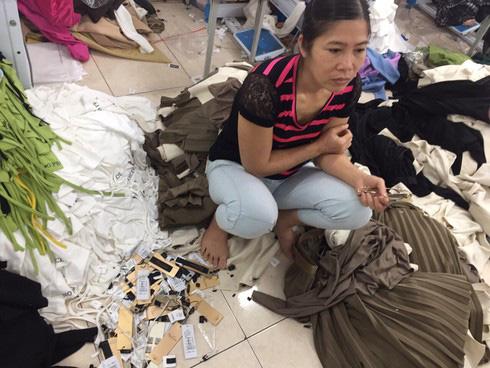 4 tấn quần áo cắt mác Tàu dán NEM,IFU: Chủ đi cấp cứu, vất vả tìm trụ sở NEM, IFU - Ảnh 1.