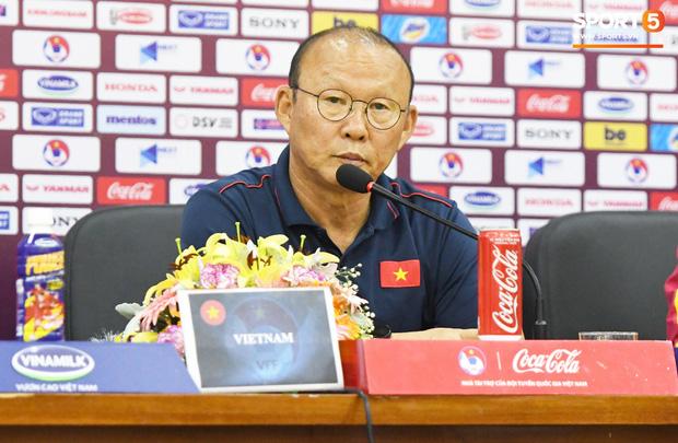 Được đối thủ đánh giá cao hơn Thái Lan, HLV Park Hang-seo khôn khéo đáp lời: Cảm ơn các bạn đã khen nhưng tôi không chủ quan đâu - Ảnh 1.