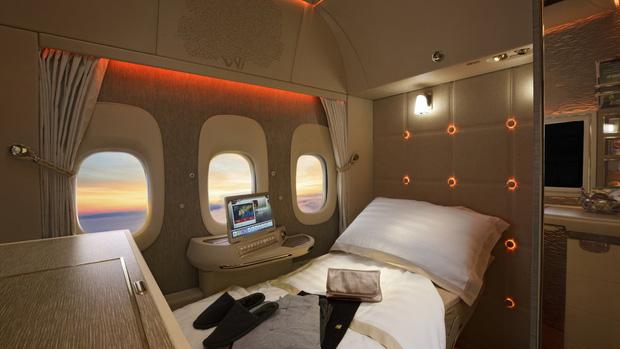 Choáng với vé máy bay ghế hạng nhất giá 600 triệu: Xa xỉ, tiện nghi như khách sạn thu nhỏ, khách còn được tắm nước nóng trong 5 phút - Ảnh 4.
