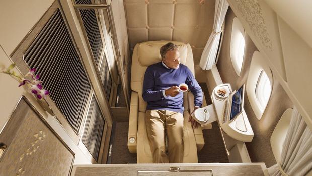 Choáng với vé máy bay ghế hạng nhất giá 600 triệu: Xa xỉ, tiện nghi như khách sạn thu nhỏ, khách còn được tắm nước nóng trong 5 phút - Ảnh 5.