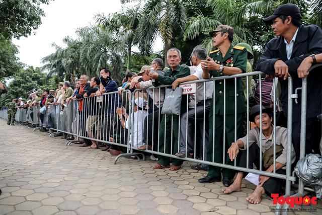 Thương binh xếp hàng dài chờ đăng ký mua vé trận Việt Nam - UAE - Ảnh 7.