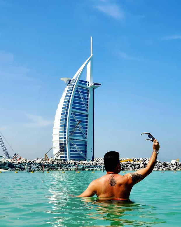Du lịch Dubai và 9 điều cấm kị khiến du khách ngỡ ngàng: Mang thuốc có thể bị phạt, hôn nhau ở nơi cộng cộng bị xem là phạm luật! - Ảnh 2.