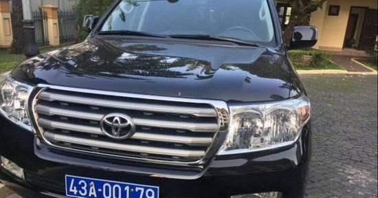 Đà Nẵng bán đấu giá 3 xe ô tô biển xanh do doanh nghiệp biếu tặng  - Ảnh 1.