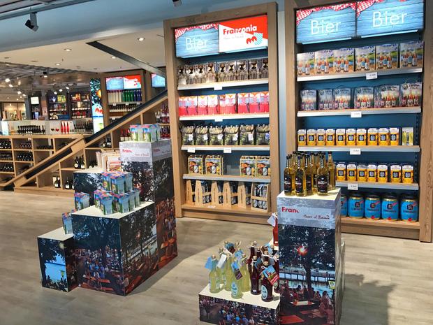 Có 3 thứ đáng mua nhất trong cửa hàng miễn thuế ở sân bay, không phải nước hoa hay bánh kẹo như nhiều người nghĩ - Ảnh 3.