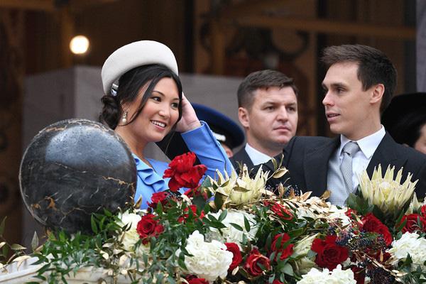 Nàng dâu hoàng gia gốc Việt lần đầu xuất hiện cùng gia đình nhà chồng Monaco: Ăn mặc gợi cảm nhưng có phần lạc lõng - Ảnh 8.