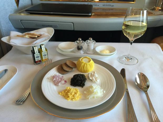 Chuyên trang du lịch công bố 10 hãng hàng không có đồ ăn cao cấp và ngon nhất thế giới, top 2 đều nằm ở châu Á - Ảnh 2.