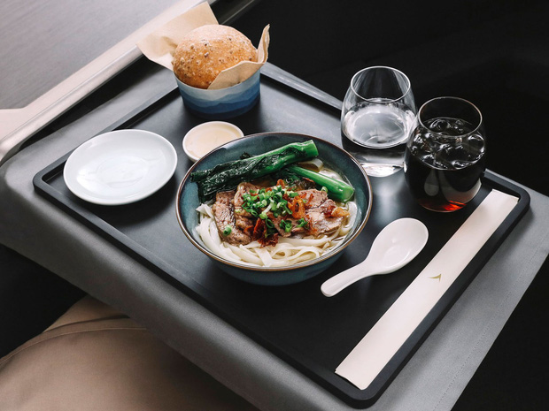 Chuyên trang du lịch công bố 10 hãng hàng không có đồ ăn cao cấp và ngon nhất thế giới, top 2 đều nằm ở châu Á - Ảnh 12.