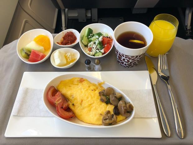 Chuyên trang du lịch công bố 10 hãng hàng không có đồ ăn cao cấp và ngon nhất thế giới, top 2 đều nằm ở châu Á - Ảnh 16.