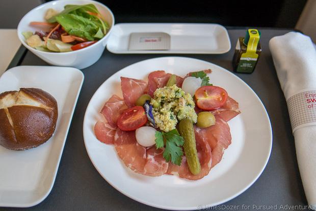 Chuyên trang du lịch công bố 10 hãng hàng không có đồ ăn cao cấp và ngon nhất thế giới, top 2 đều nằm ở châu Á - Ảnh 5.