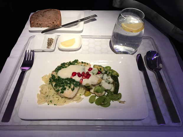 Chuyên trang du lịch công bố 10 hãng hàng không có đồ ăn cao cấp và ngon nhất thế giới, top 2 đều nằm ở châu Á - Ảnh 7.