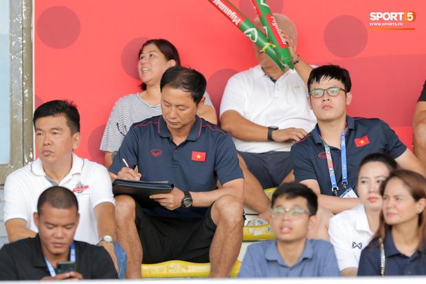 Tin chắc sẽ vượt qua vòng bảng, HLV Park Hang-seo cử trợ lý U22 Việt Nam thăm dò đối thủ ở bán kết SEA Games 2019 - Ảnh 2.