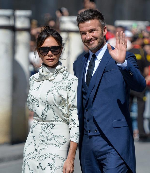 Victoria Beckham đứng trước nguy cơ phá sản: Nợ hàng trăm nghìn tỷ, David đầu tư cho vợ nhưng chỉ nhận lại thất vọng - Ảnh 1.