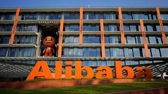 Thương mại điện tử chững lại, Amazon lao đao nhưng doanh thu của Alibaba vẫn tăng 40%, ông trùm SoftBank được an ủi - Ảnh 1.