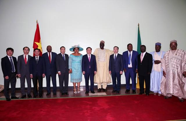 Phó Thủ tướng Vương Đình Huệ hội đàm với Thủ tướng Cameroon Joseph Dion Ngute - Ảnh 4.