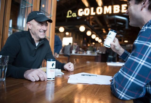 Cựu nhân viên từng chê cà phê của Starbucks 'tào lao': Từ 'kẻ lừa đảo' đến ông chủ đế chế cà phê 1 tỷ USD, thiên thời, nhân hòa cũng không bằng địa lợi! - Ảnh 1.
