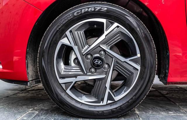 Ảnh thực tế đối thủ trực tiếp của Toyota Vios vừa ra mắt: Kiểu dáng phá cách, nhiều công nghệ, giá rẻ - Ảnh 6.