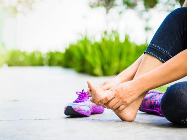 Cẩn thận với 4 dấu hiệu ở chân cảnh báo căn bệnh dễ gây đột tử rất nhanh - Ảnh 2.