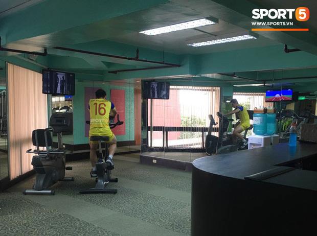 Ý chí ngùn ngụt của U22 Việt Nam trước trận chung kết SEA Games lịch sử: Hùng Dũng miệt mài rèn thể lực một mình trong phòng gym - Ảnh 1.