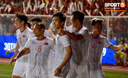 Vietjet tặng 1 năm bay khắp Châu Á cho hai đội tuyển cùng gia đình và ban huấn luyện - Ảnh 2.