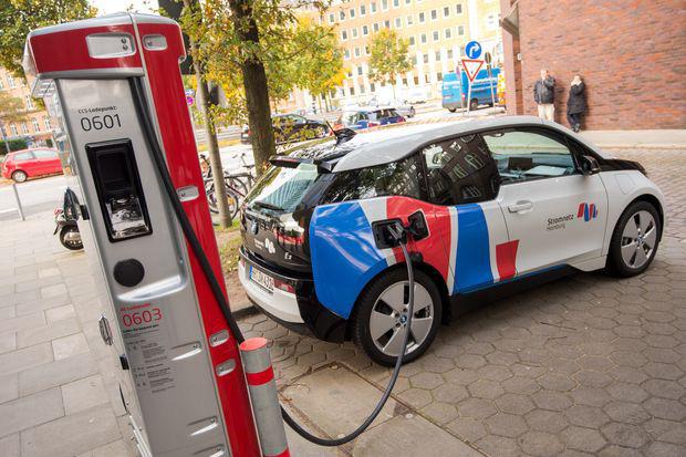 Châu Âu chi tiền tỉ lập tập đoàn sản xuất pin điện ô tô - Ảnh 1.
