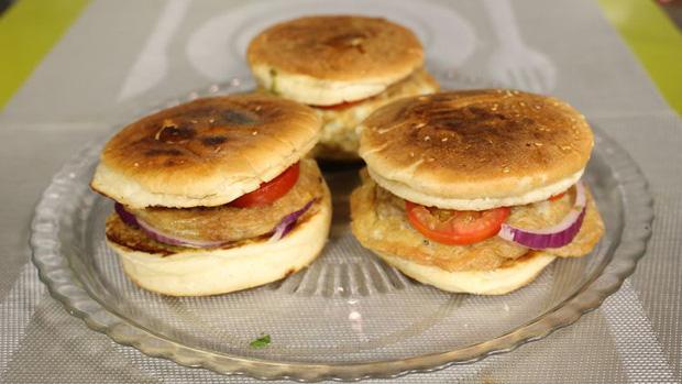 Những phiên bản bánh mì sandwich vòng quanh thế giới có thể khiến bạn phải ngỡ ngàng, có nơi còn cực kỳ khó ăn - Ảnh 14.