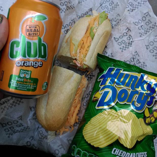 Những phiên bản bánh mì sandwich vòng quanh thế giới có thể khiến bạn phải ngỡ ngàng, có nơi còn cực kỳ khó ăn - Ảnh 18.