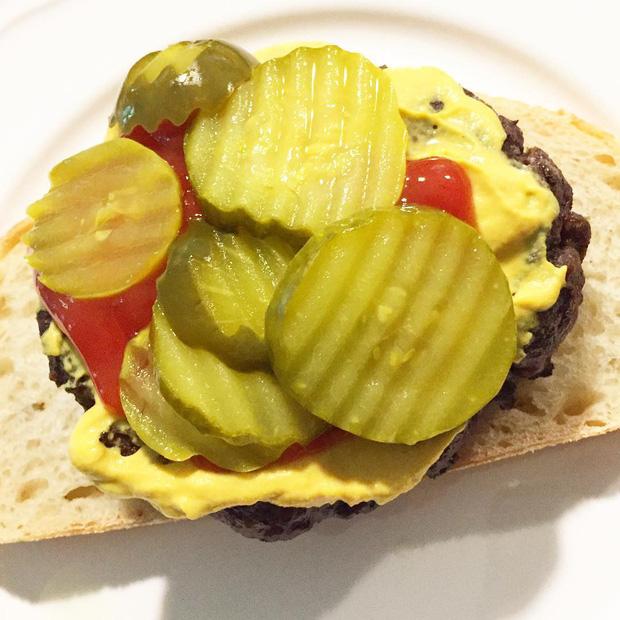 Những phiên bản bánh mì sandwich vòng quanh thế giới có thể khiến bạn phải ngỡ ngàng, có nơi còn cực kỳ khó ăn - Ảnh 19.