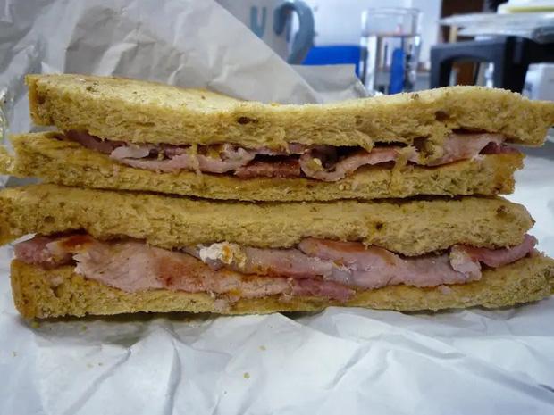 Những phiên bản bánh mì sandwich vòng quanh thế giới có thể khiến bạn phải ngỡ ngàng, có nơi còn cực kỳ khó ăn - Ảnh 6.