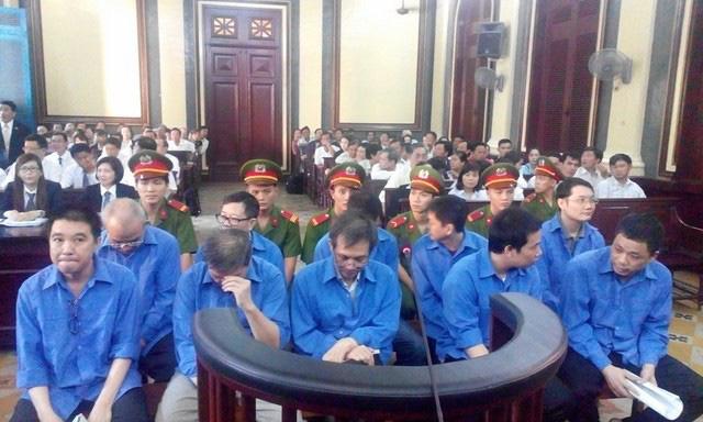 13 cán bộ ngân hàng dính lao lý vì 23 sổ đỏ của 'siêu lừa' Dương Thanh Cường - Ảnh 2.