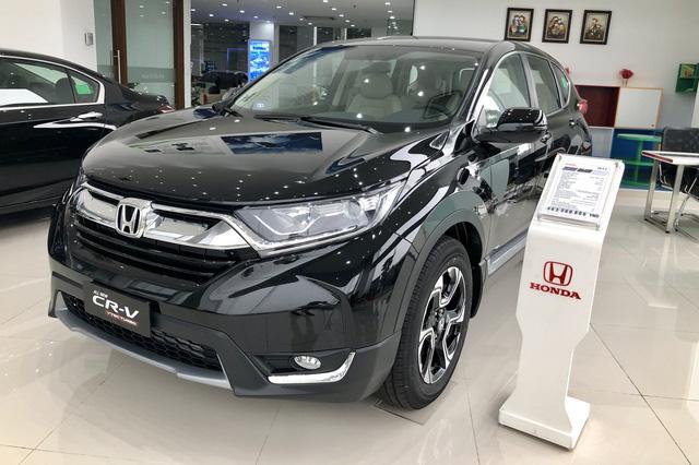 Loạt xe bị 'hạ bệ' khỏi top 10 bán chạy tại Việt Nam: Innova suýt bị Ertiga vượt mặt nhưng Honda CR-V gây bất ngờ hơn - Ảnh 1.