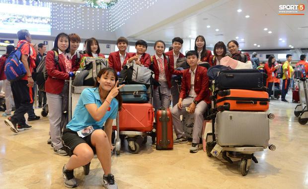 Đội tuyển U22 Việt Nam có mặt tại sân bay Philippines, làm thủ tục chuẩn bị về nước - Ảnh 1.