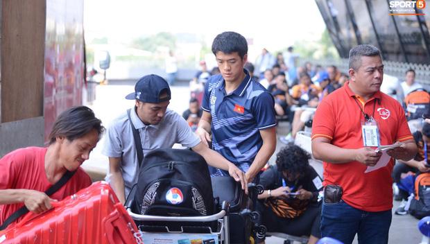 Đội tuyển U22 Việt Nam có mặt tại sân bay Philippines, làm thủ tục chuẩn bị về nước - Ảnh 15.