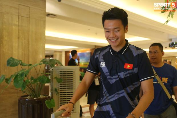 Đội tuyển U22 Việt Nam có mặt tại sân bay Philippines, làm thủ tục chuẩn bị về nước - Ảnh 17.