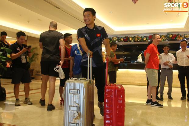 Đội tuyển U22 Việt Nam có mặt tại sân bay Philippines, làm thủ tục chuẩn bị về nước - Ảnh 18.