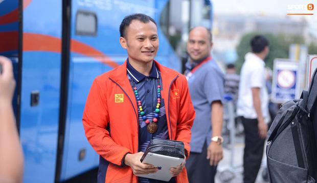 Đội tuyển U22 Việt Nam có mặt tại sân bay Philippines, làm thủ tục chuẩn bị về nước - Ảnh 7.
