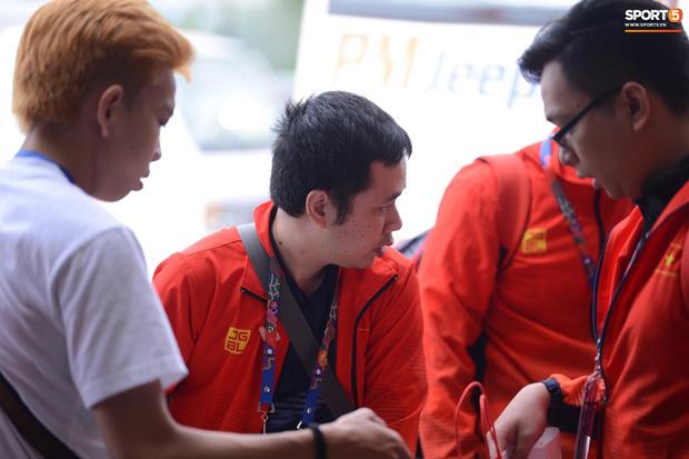Đội tuyển U22 Việt Nam có mặt tại sân bay Philippines, làm thủ tục chuẩn bị về nước - Ảnh 8.